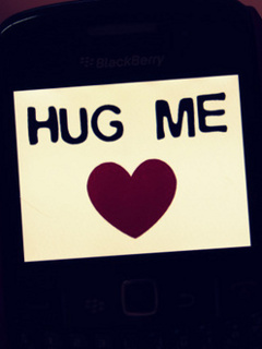 Hug Me Mobile Wallpaper
