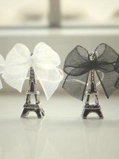 Eiffel Towers Mobile Wallpaper