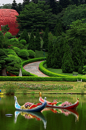 Yuntai Garden & Boats IPhone Wallpaper Mobile Wallpaper