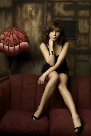 Brunette On Sofa Beauty IPhone Wallpaper Mobile Wallpaper