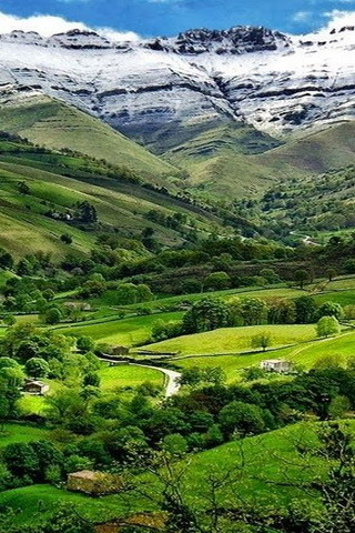 Lovely Green Valle Del PisuenaSpain IPhone Wallpaper Mobile Wallpaper