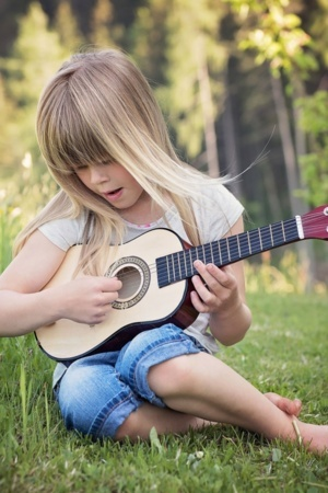 Play Guitar Little Girl On Garden IPhone Wallpaper Mobile Wallpaper