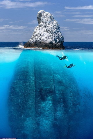 Lovely Stone Swim People IPhone Wallpaper Mobile Wallpaper