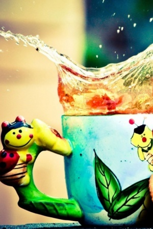 Cartoon Splash Tea Cup IPhone Wallpaper Mobile Wallpaper
