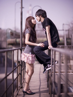 Young Lovers Mobile Wallpaper