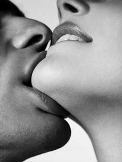 Love Kiss Mobile Wallpaper
