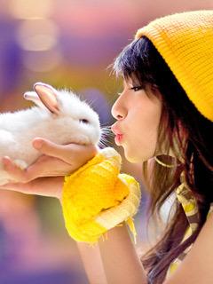 Bunny Lover Mobile Wallpaper