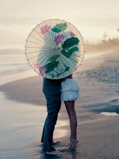 Kissing On Beach Mobile Wallpaper