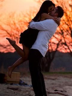 Love Kiss Couple Mobile Wallpaper
