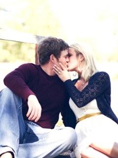Sweet Kisses Mobile Wallpaper