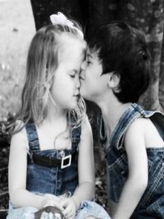 Child Kiss Mobile Wallpaper
