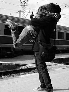 Hug In Love Mobile Wallpaper