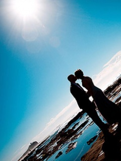 Kissing Couple Mobile Wallpaper