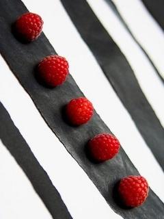 Lovely Red Berrys Mobile Wallpaper