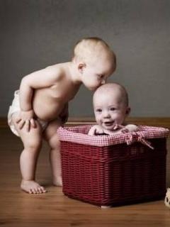 Baby Kiss Mobile Wallpaper