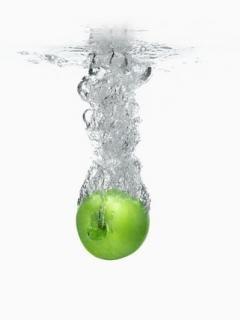 Apple In Water  Mobile Wallpaper