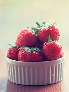 Red Strawberries Mobile Wallpaper